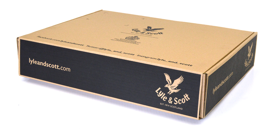 08.ecommerce-packaging-lyle-and-scott-01
